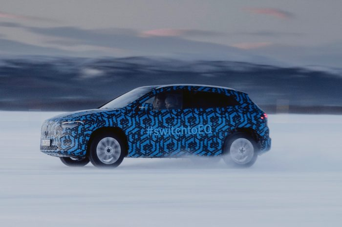 Mercedes-Benz Electric EQA en nieve