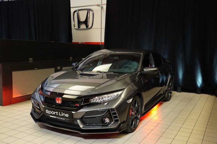 Civic Type R 2020 Sport Line en un showroom