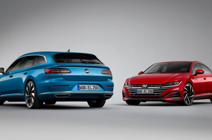 VW Arteon 2021 azul y rojo en showcase