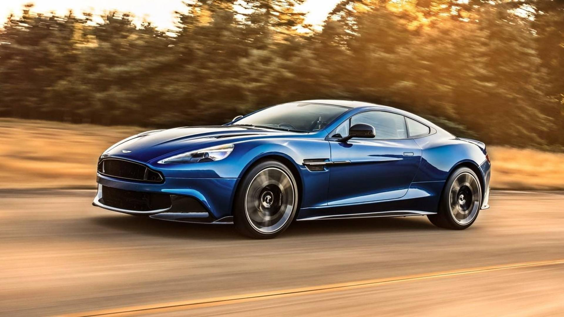 Aston Martin Vanquish S superdepotivo azul en la carretera