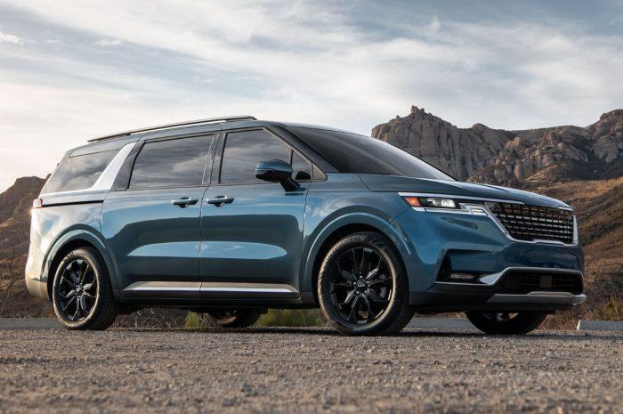 Kia Sedona 2022 rediseñado para ser más parecido a un SUV y se ve bien